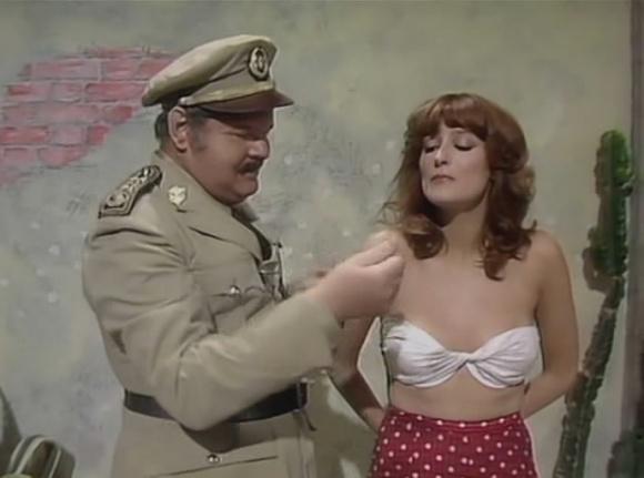шоу бенни хилла эротические сцены шапки